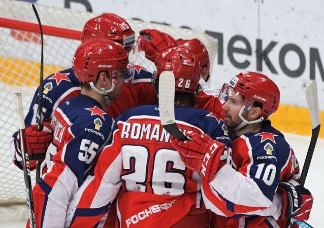 Hráči CSKA slaví pravě vstřelenou branku