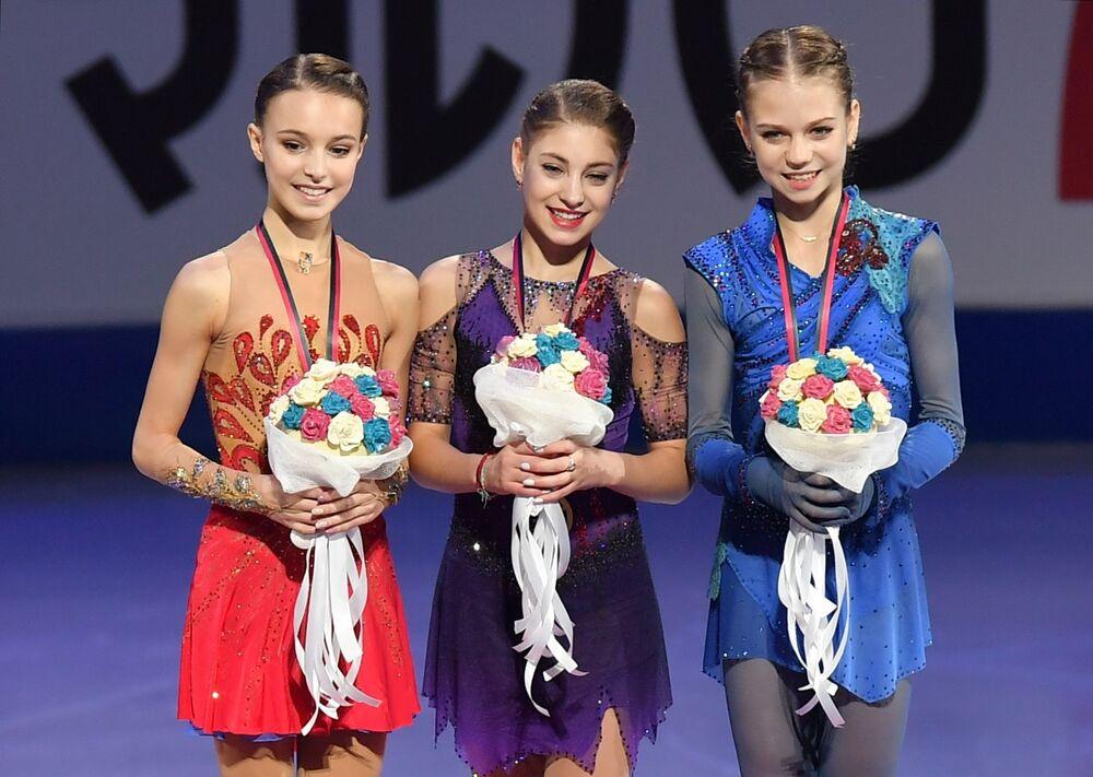 Ruské krasobruslařky obsadily celé pódium ve finále Grand Prix. Anna Ščerbakovová, Alena Kostornaia, Alexandra Trusovová.