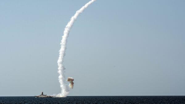 Odpálení rakety Kalibr z lodě Vyšnij Voloček během cvičení na Krymu - Sputnik Česká republika