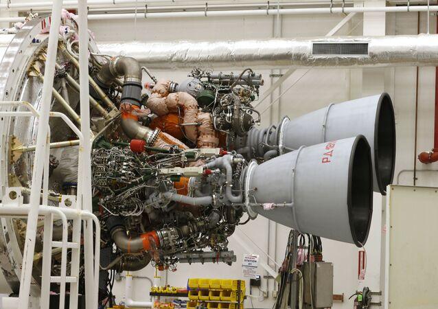 Motory RD-181 na raketě Antares ve kosmickém přístavu Wallops