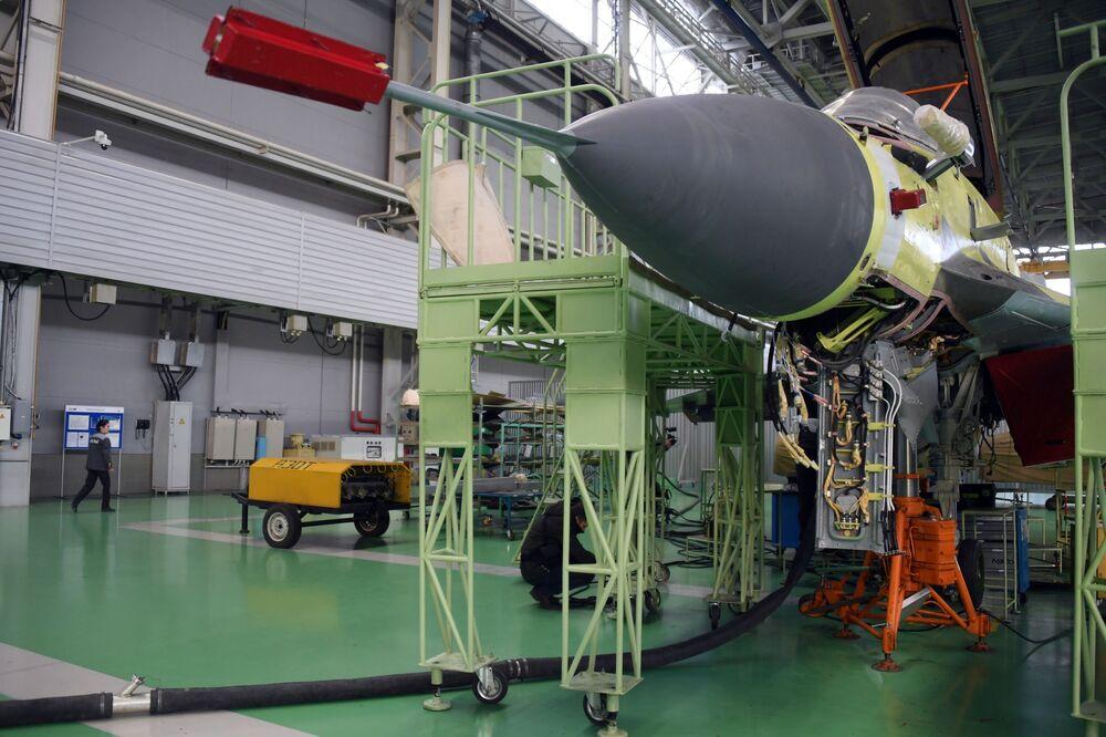 MiG-35 v montážní dílně Luchovického leteckého závodu