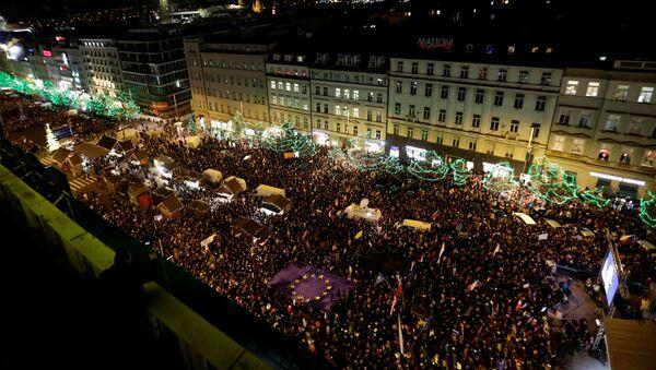 Demonstrace Milionu chvilek proti Andreji Babišovi na Václavském náměstí - Sputnik Česká republika