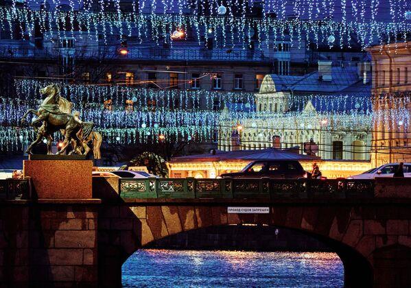 Vánoční světelná výzdoba na Aničkovově mostě v Petrohradě - Sputnik Česká republika
