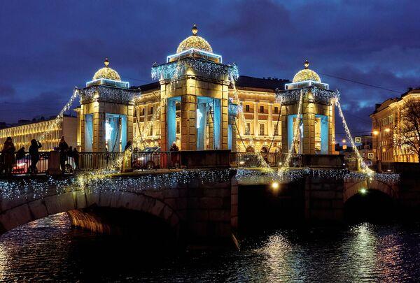 Vánoční výzdoba Mostu Lomonosova v Petrohradě - Sputnik Česká republika