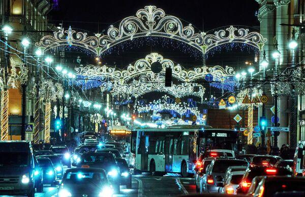 Předvánoční dopravní zácpy na Něvském prospektu v Petrohradě - Sputnik Česká republika