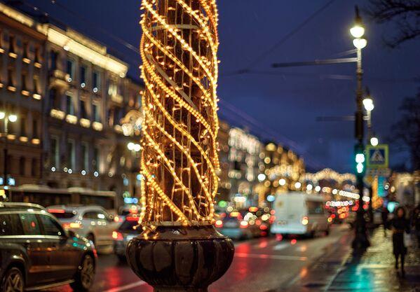 Vánoční výzdoba na hlavní a nejrušnější ulici v Petrohradě - Něvském prospektu - Sputnik Česká republika