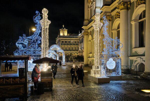 Vánoční světelná výzdoba poblíž Ermitáže - Sputnik Česká republika