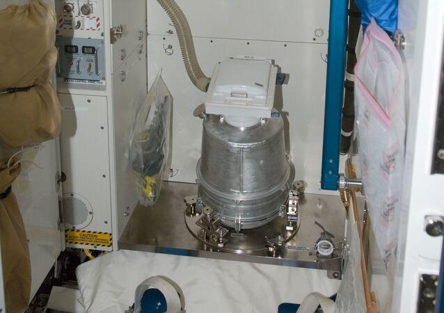 Záchod na ISS v americkém modulu Tranquility
