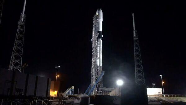 Raketa Falcon-9 společnosti SpaceX  je připravena dopravit na oběžnou dráhu 60 družic Starlink - Sputnik Česká republika