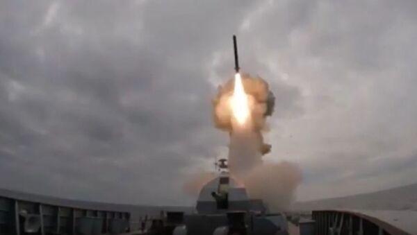 Ruská fregata odpálila rakety Kalibr z Černého moře - Sputnik Česká republika
