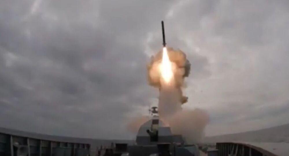 Ruská fregata odpálila rakety Kalibr z Černého moře