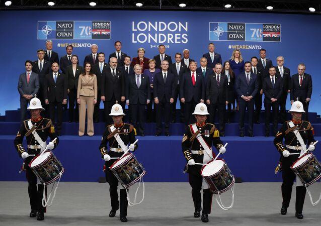 Lídři členských států NATO na summitu v Londýně