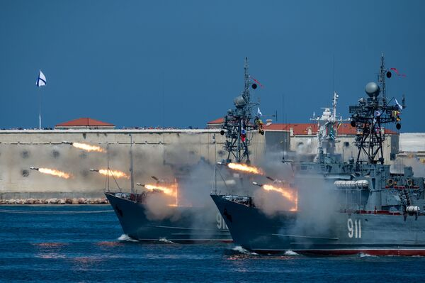 Minolovky Kovrovec a Ivan Golubec na oslavě Dne námořnictva v Sevastopolu - Sputnik Česká republika
