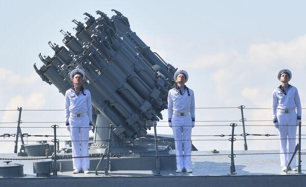 Námořníci na palubě malé protiponorkové lodi Urengoy - Sputnik Česká republika