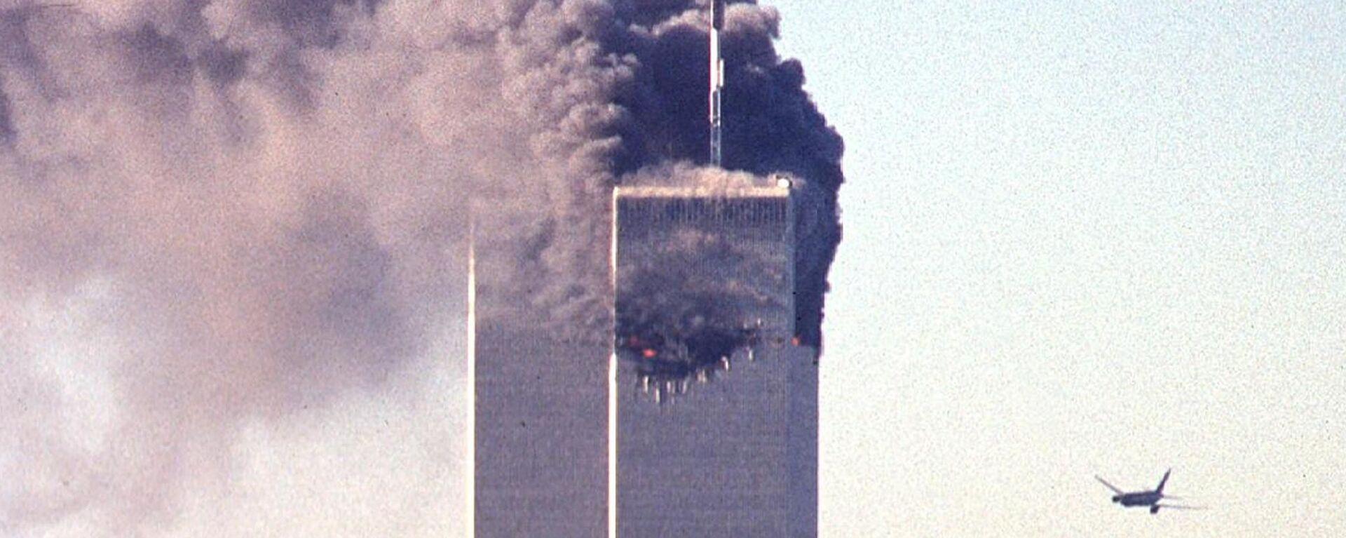 Bojovníci Al-Káidy se zmocnili čtyř dopravních letadel a zamířili dvě z nich na věže Světového obchodního centra (WTC), a dvě další – na Pentagon a pravděpodobně také na Bílý dům nebo na Kapitol - Sputnik Česká republika, 1920, 12.09.2021