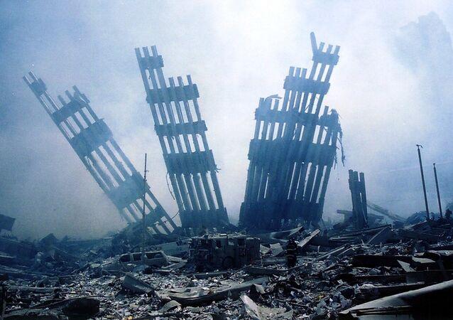 V 9.59 se zhroutila Jižní, a v 10.28 také Severní věž WTC