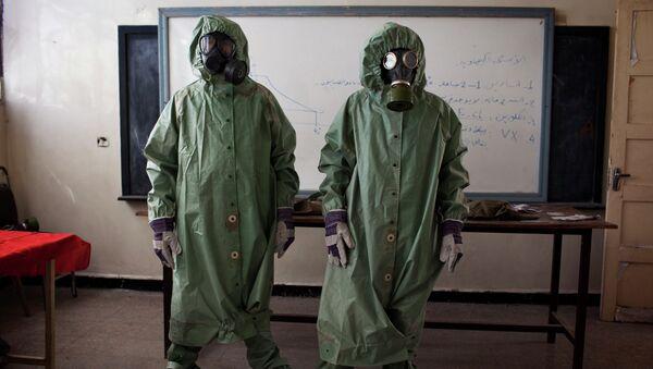 Dobrovolníci nosí ochranné vybavení během vyučování o tom, jak reagovat na chemické útoky, Sýrie. - Sputnik Česká republika