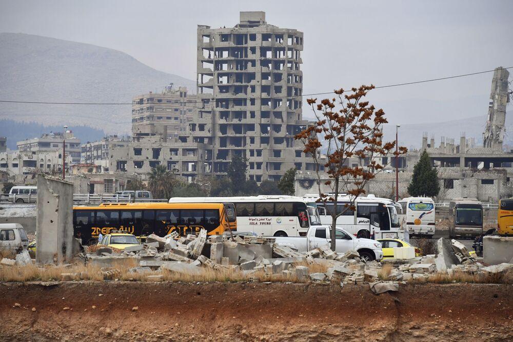 Zříceniny domů a budov na předměstí Jobaru.