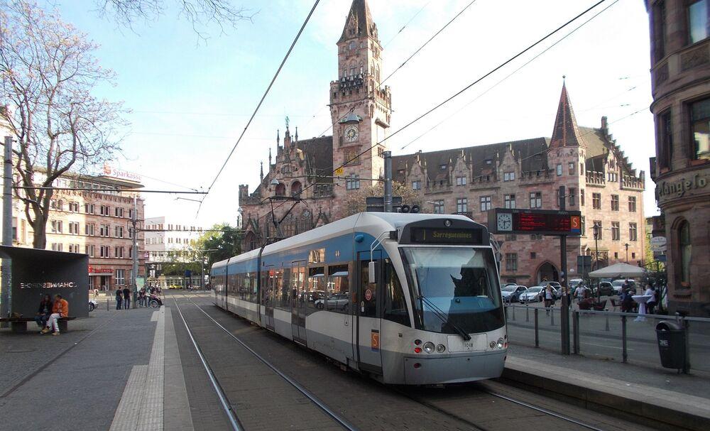 Tramvaj v německém městě Saarbrücken