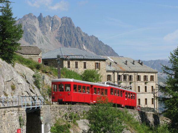 Horská tramvaj vedoucí k hoře Mont Blanc - Sputnik Česká republika