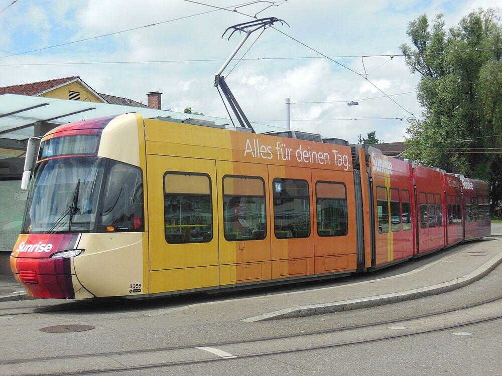 Tramvaj Bombardier Cobra ve švýcarském městě Curych
