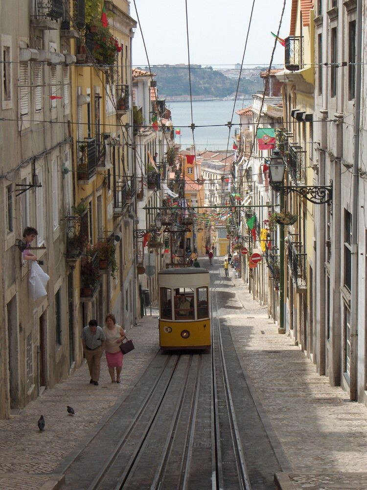 Starodávná tramvaj № E28 v Lisabonu, Portugalsko