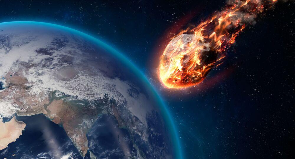 Hořící meteorit při průchodu atmosférou Země