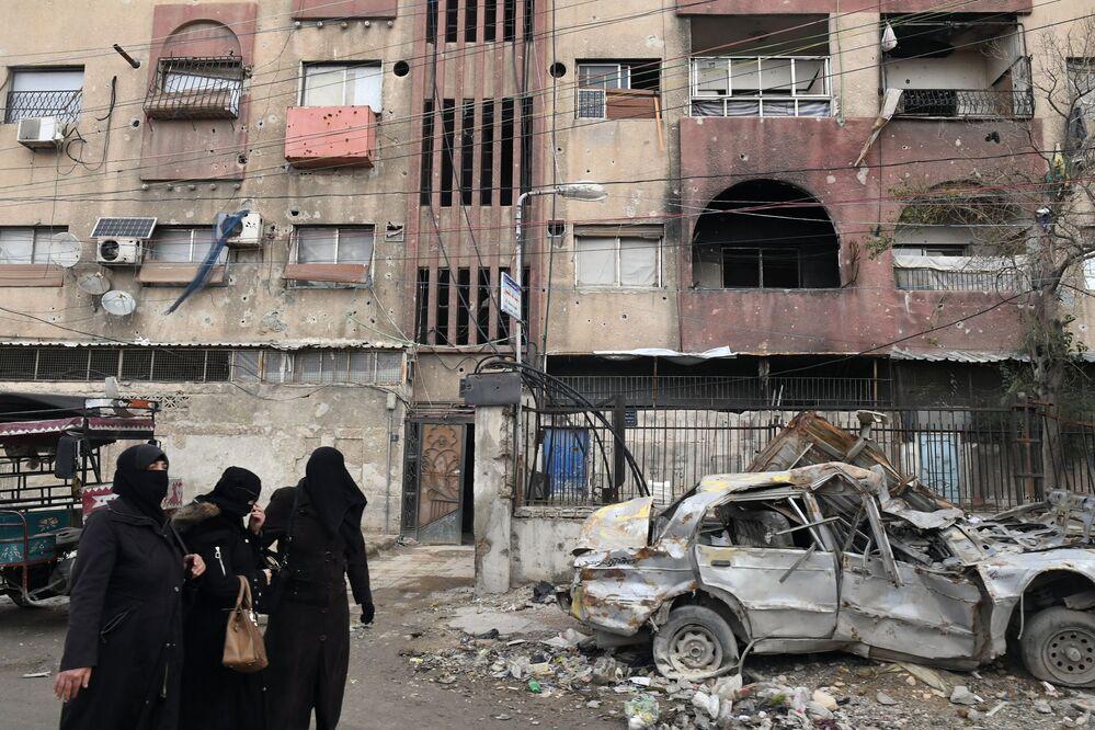 Ženy na ulici ve městě Dúmá