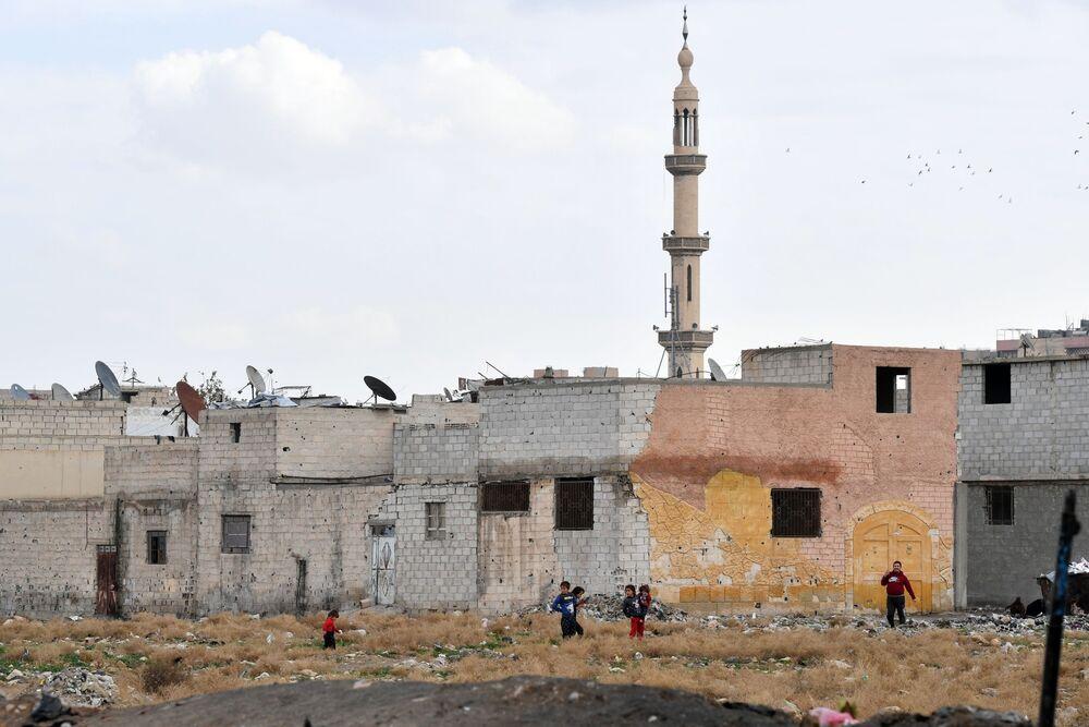Děti na ulici ve městě Dúmá