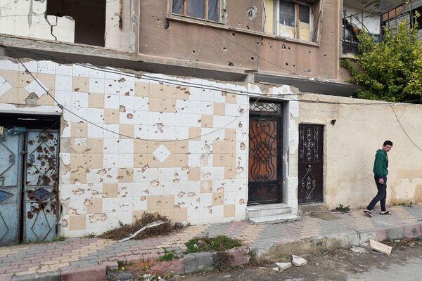Poškozené domy ve městě Dúmá, Sýrie - Sputnik Česká republika