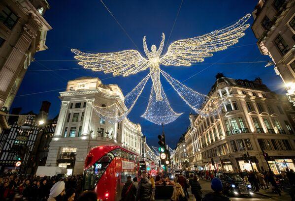 Vánoční dekorace na Regent Street v Londýně - Sputnik Česká republika