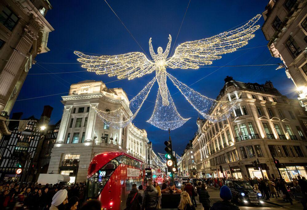 Vánoční dekorace na Regent Street v Londýně