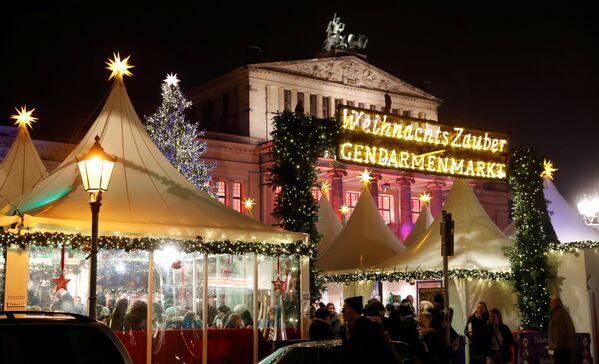 Vánoční jarmark na náměstí Gendarmenmarkt v Berlíně - Sputnik Česká republika