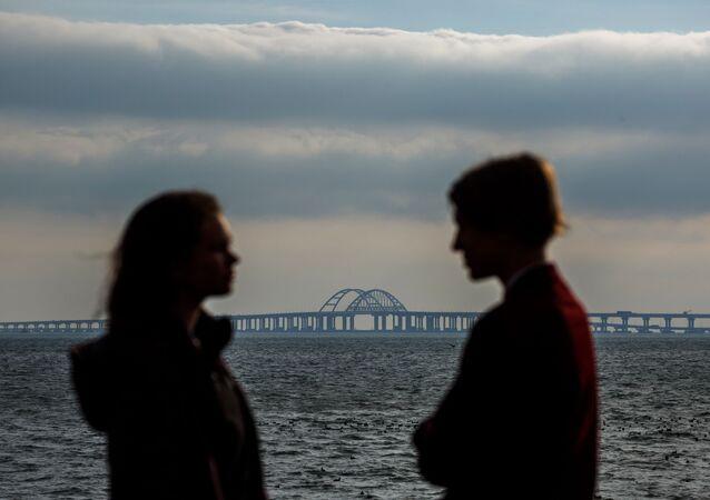 Spojující srdce a břehy: Krymský most čeká na první vlaky s cestujícími