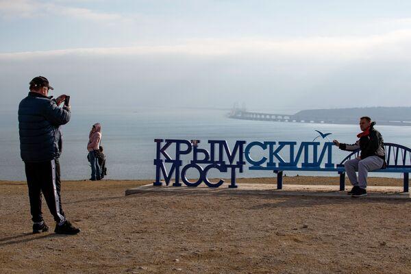 Spojující srdce a břehy: Krymský most čeká na první vlaky s cestujícími - Sputnik Česká republika