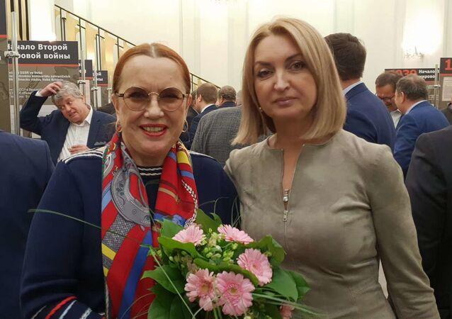 Zleva: Jelena Koněvová, Galina Grigorjevna (autorka filmu Ivan v Evropĕ)