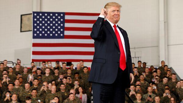 Americký prezident Donald Trump na základně amerických mariňaků Miramar v Kalifornii. - Sputnik Česká republika