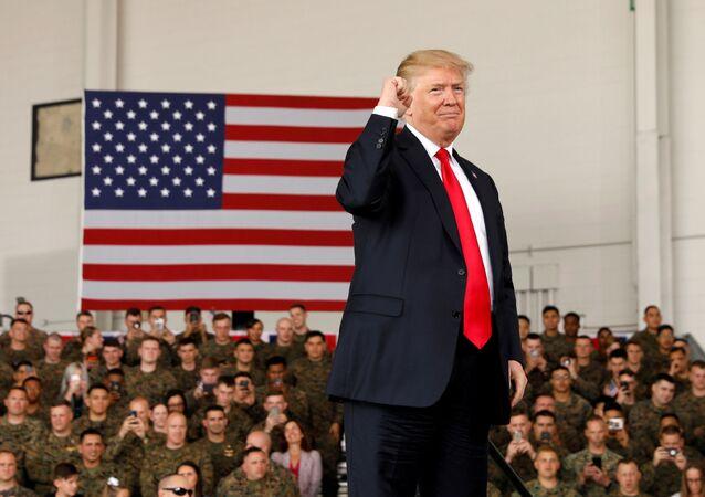 Americký prezident Donald Trump na základně amerických mariňaků Miramar v Kalifornii.