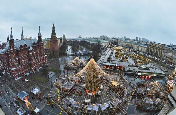 Vánoční výzdoba na Revolučním náměstí v Moskvě - Sputnik Česká republika