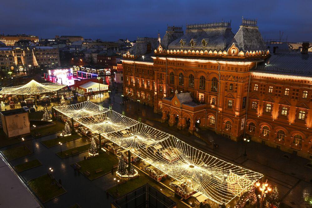 Iluminace na Revolučním náměstí v Moskvě