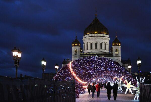 Pohled na Katedrálu Krista Spasitele v Moskvě - Sputnik Česká republika