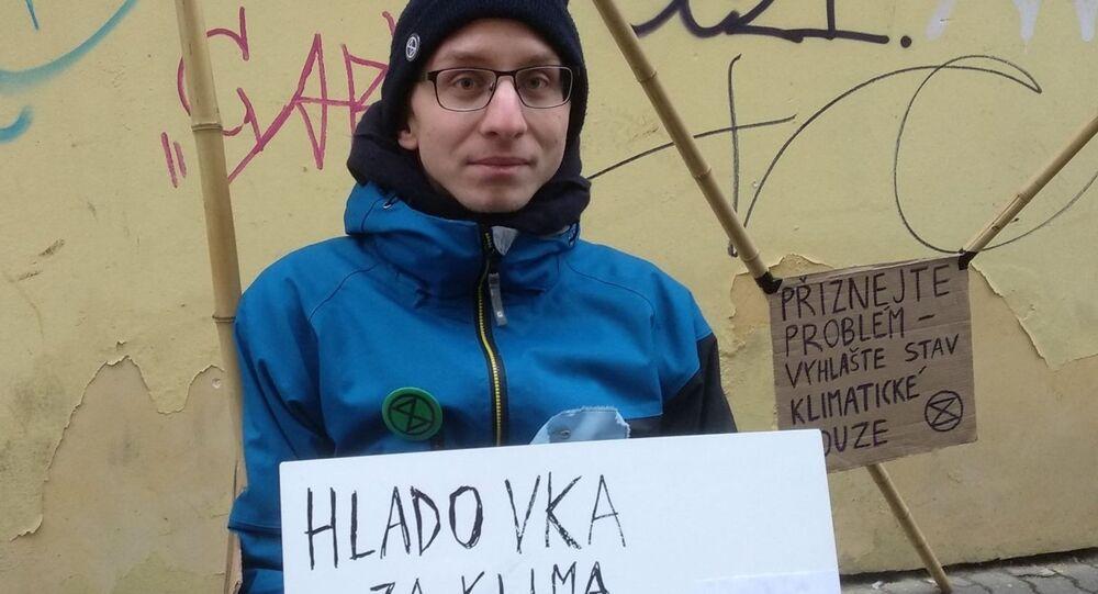Člen hnutí Rebelie proti vyhynutí student Václav Opatřil