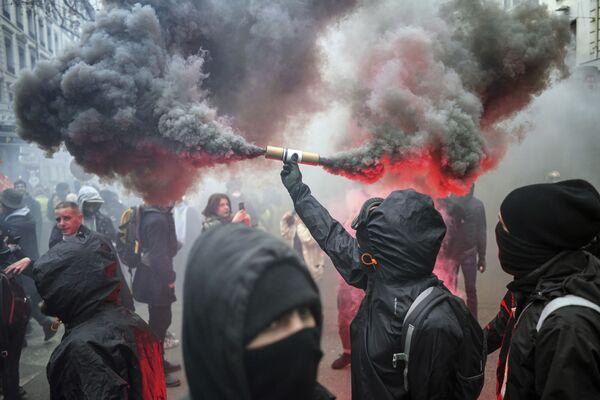 Co si svět zapamatuje ze třetího adventního týdne: záblesky radosti, hněvu, ohňostrojů, požárů a protestů  - Sputnik Česká republika