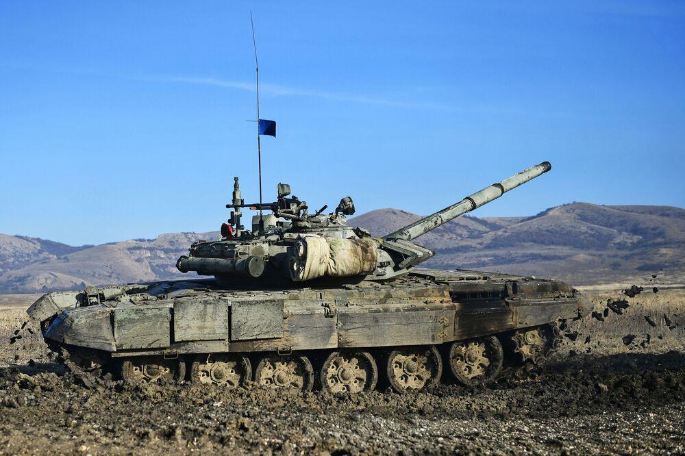 Tank T-72B3 vojáků pobřežní obrany Černomořské flotily