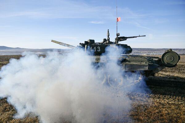 Tank T-72B3 vojáků pobřežní obrany Černomořské flotily - Sputnik Česká republika