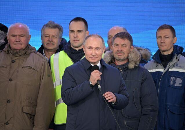 Vladimir Putin během ceremoniálu zahájení provozu na železniční části Krymského mostu