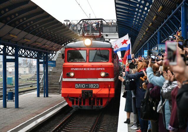 Vlak Tavria, který jel po trase Petrohrad-Sevastopol, na nádraží v Sevastopolu