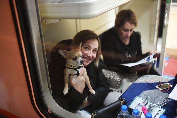 Cestující v kupé vlaku Tavria - Sputnik Česká republika