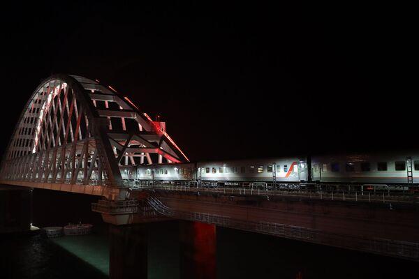 První osobní vlak Petrohrad-Sevastopol - Sputnik Česká republika