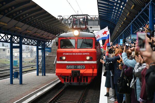 Vlak Tavria na nádraží v Sevastopolu - Sputnik Česká republika